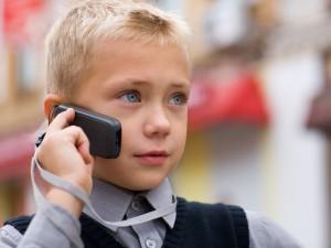 pervyiy-telefon-ne-stoit-pokupat-rebenku-do-6-7-let-